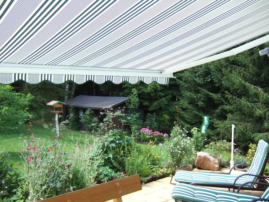 markisen sonnenschutz regenschutz und sichtschutz f r terrasse voit aufrollbare sonnensegel. Black Bedroom Furniture Sets. Home Design Ideas