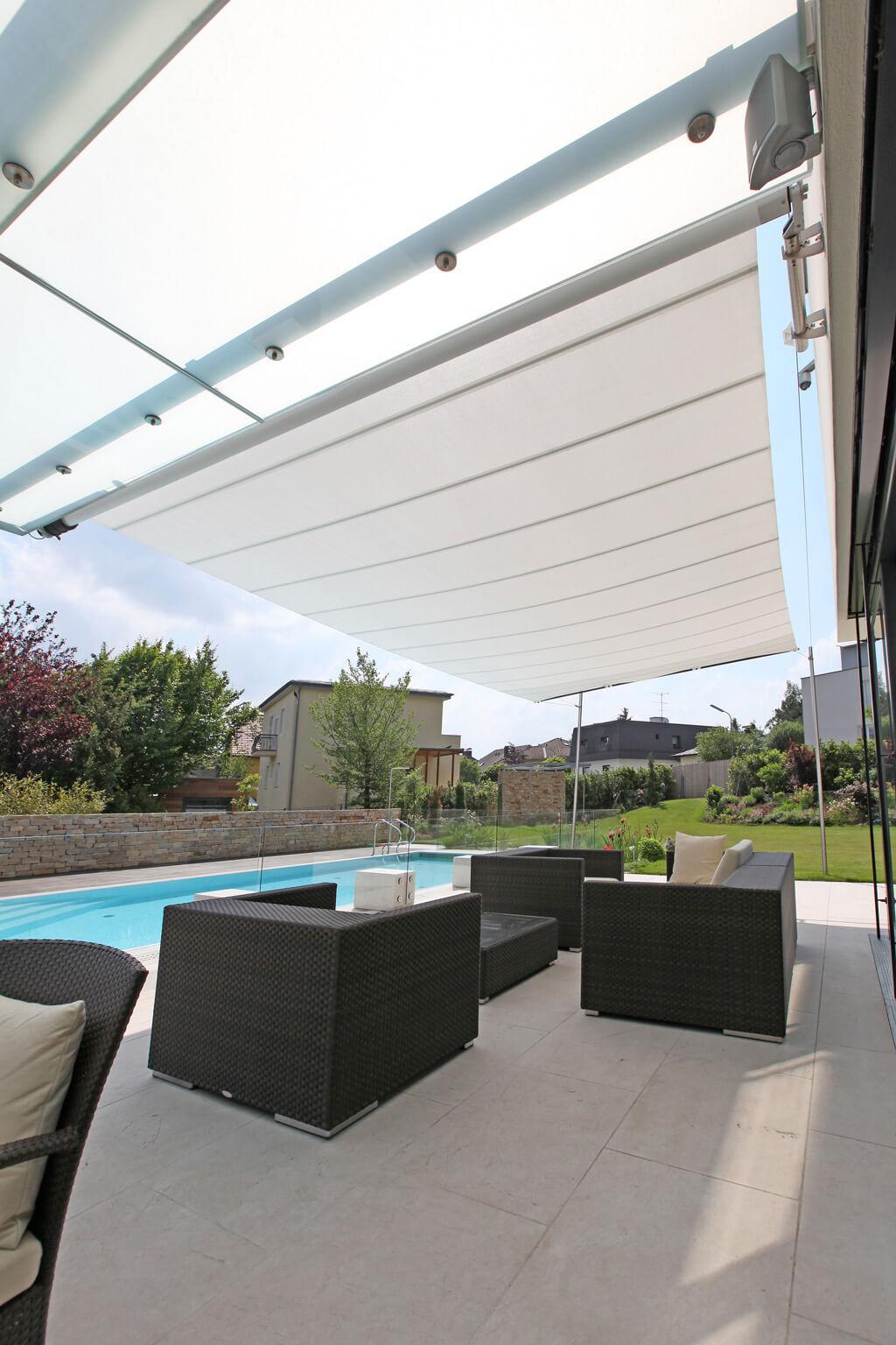 sunsquare sonnensegel sonnenschutz individuell voit aufrollbare sonnensegel raumgestaltung. Black Bedroom Furniture Sets. Home Design Ideas